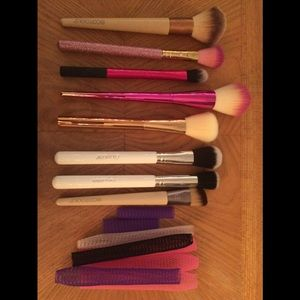 8 piece Assorted complexion makeup brushes